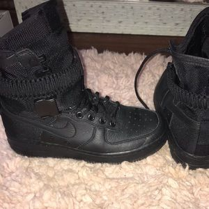 Black high top Air Force 1